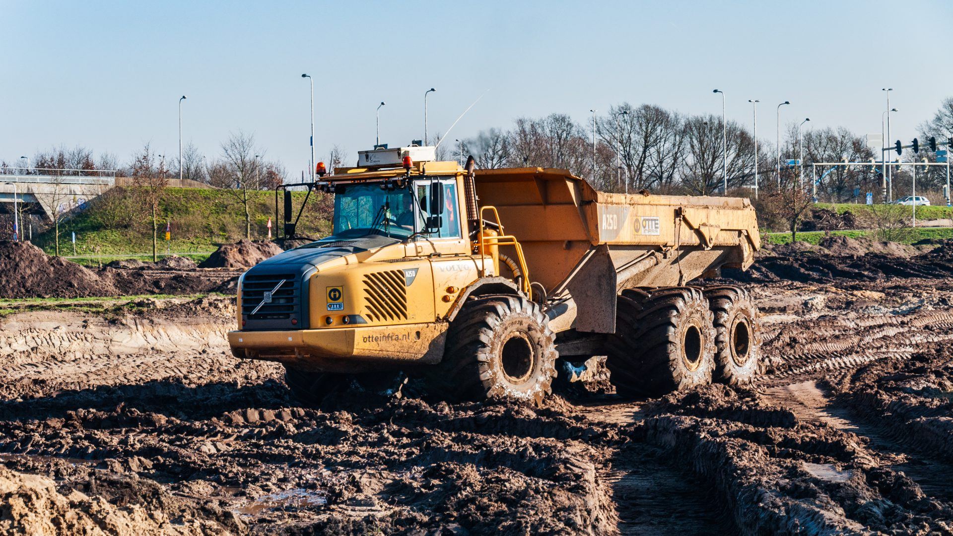 Project A12 Ede grondwerk met shovel en mobiele kraan